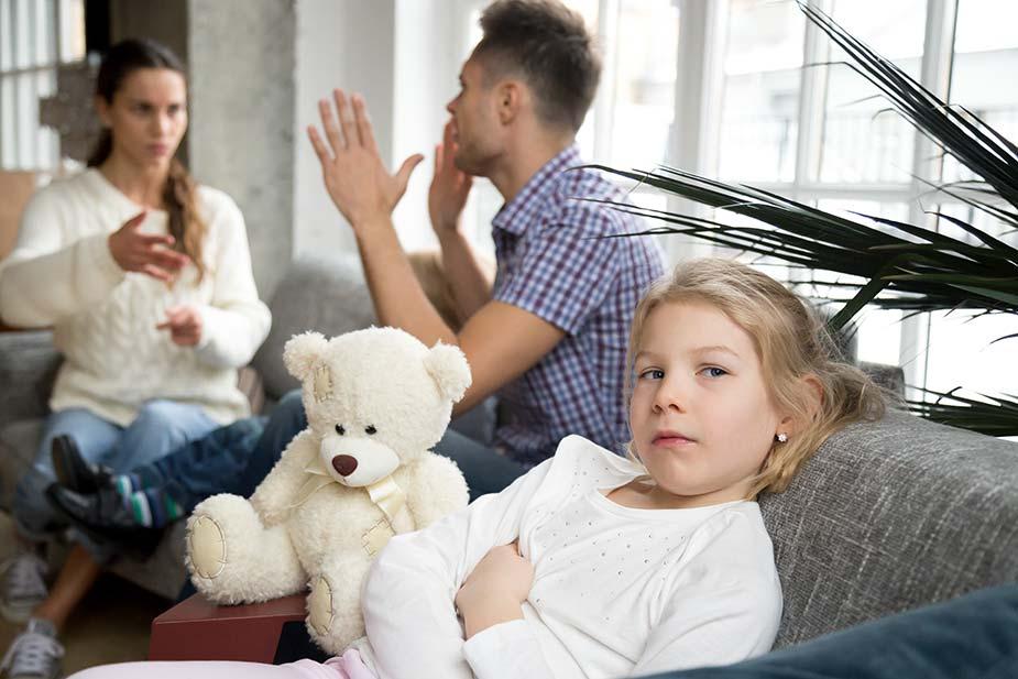 Svađa roditelja pred decom